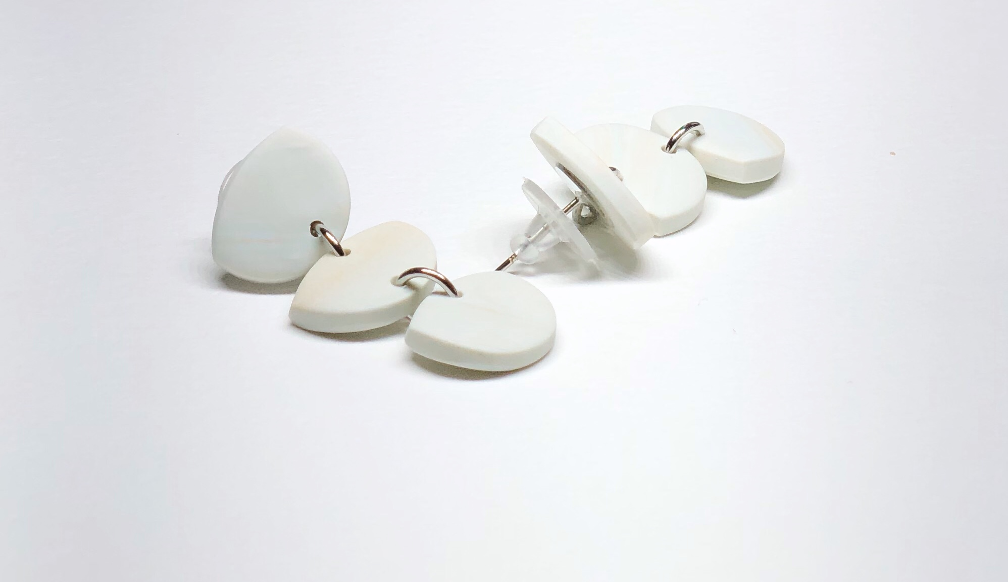 Product image Flint Drop Earring in Oatmeal.